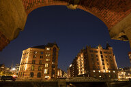 Germany, Hamburg, Speicherstadt, old warehouses at night - WIF03744