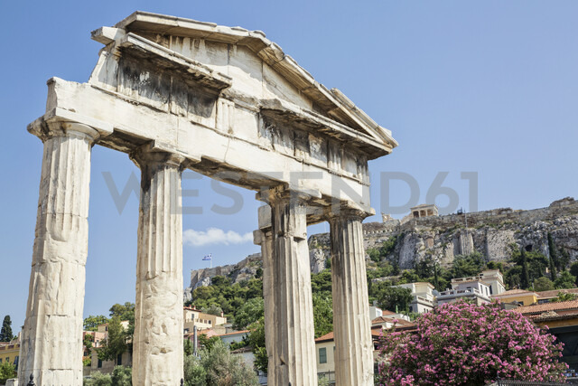 Greece, Athens, Roman Agora, Gate of Athena Archegetis with view to Acropolis - MAMF00357