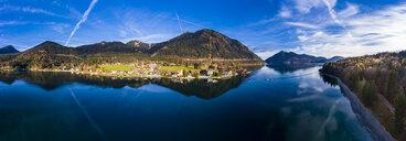 Luftaufnahme, Deutschland, Bayern, Oberbayern, Walchensee, Kochel am See am Abend - AMF06699