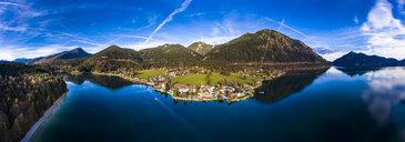 Luftaufnahme, Deutschland, Bayern, Oberbayern, Walchensee, Kochel am See am Abend - AMF06702