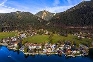 Luftaufnahme, Deutschland, Bayern, Oberbayern, Walchensee, Kochel am See am Abend - AMF06705