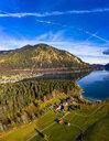 Luftaufnahme, Deutschland, Bayern, Oberbayern, Walchensee, Kochel am See am Abend - AMF06708