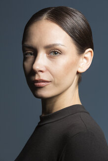 Portrait of woman with brown hair - VGF00182