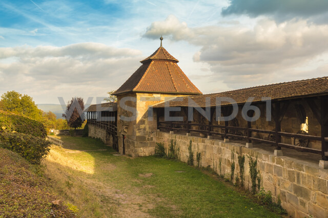 Germany, Bavaria, Bamberg, wall walk at the Altenburg - TAMF01130