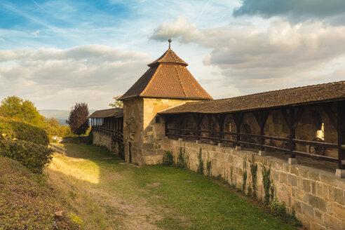 Germany, Bavaria, Bamberg, wall walk at the Altenburg - TAMF01130