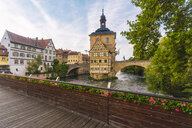 Germany, Bavaria, Bamberg, Old town hall, Obere Bruecke and Regnitz river - TAMF01139