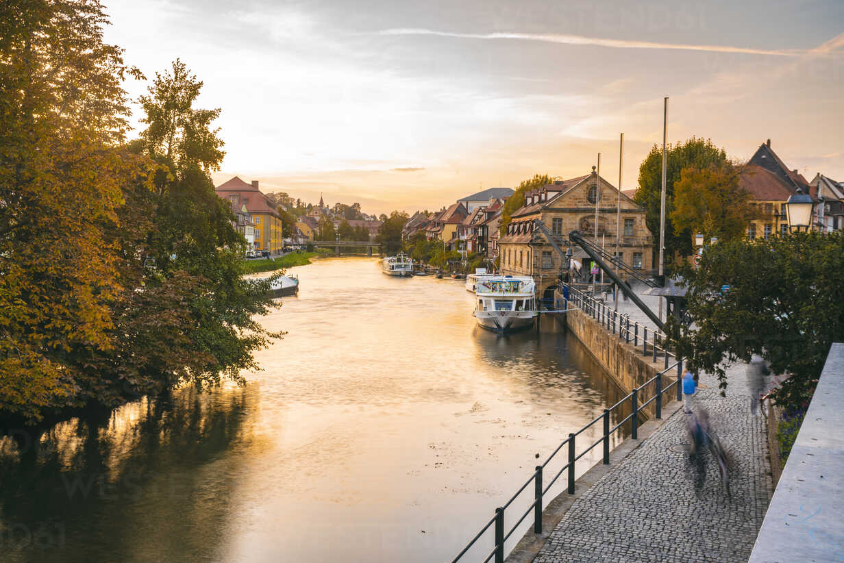 Germany, Bavaria, Bamberg, old town, Regnitz river at twilight - TAMF01148 - A. Tamboly/Westend61