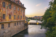 Germany, Bavaria, Bamberg, Old town hall and Regnitz river at dusk - TAMF01151