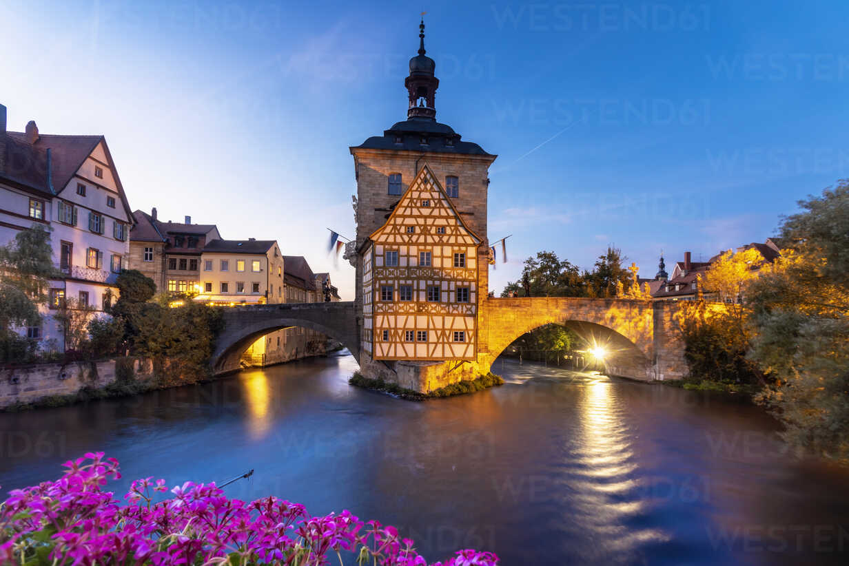 Germany, Bavaria, Bamberg, Old town hall, Obere Bruecke and Regnitz river at dusk - TAMF01157 - A. Tamboly/Westend61