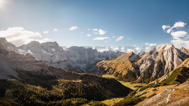 View over valley, Karwendel region, Hinterriss, Tirol, Austria - CUF48315 - Manuel Sulzer/Westend61