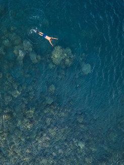 Man snorkeling in ocean - KNTF02619
