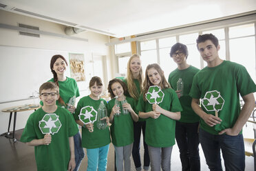 Mentors and students with recycle symbols in classroom - HEROF06554