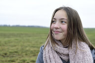 Portrait of smiling girl in nature - ECPF00268