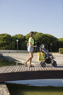 Mother and Daughter. Barcelona, Spain. - MAUF02400