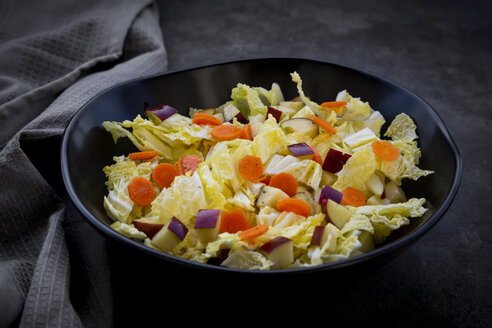 Winter salad with chinese cabbage, apple and carrot - LVF07675