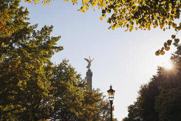 Germany, Berlin, view to victory column in autumn - GWF05817