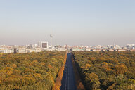Germany, Berlin, view to Großer Tiergarten and cityscape from Victory Column in autumn - GWF05820
