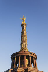 Germany, Berlin, view to victory column against blue sky - GWF05823