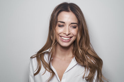 Portrait of laughing young woman - PNEF01172