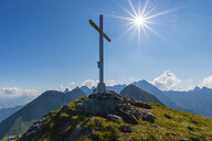 Germany, Bavaria, Allgaeu, Allgaeu Alps, summit cross on Hochrappenkopf - WGF01299