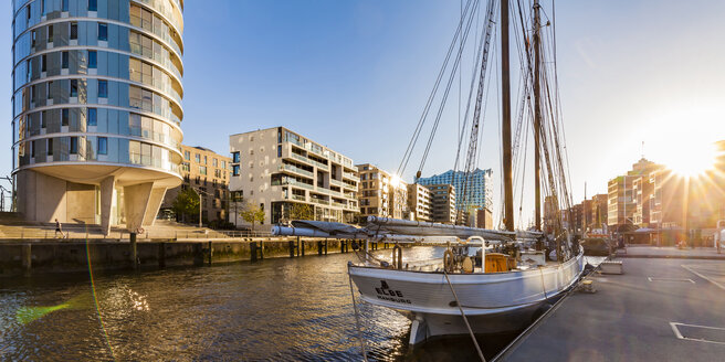 Germany, Hamburg, HafenCity, traditional ship harbor Sandtorhafen and modern multi-family houses - WD05055