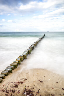 Germany, Heiligendamm, Baltic Sea, breakwater, view from beach to horizon, long exposure - PUF01358