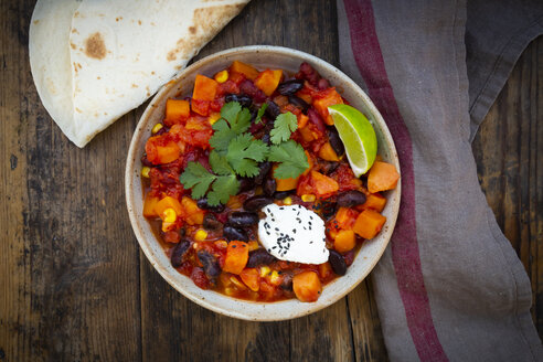 Bowl of Chili sin Carne and flat bread - LVF07709