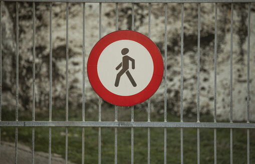 Prohibition sign for pedestrians on metal fence - KBF00475