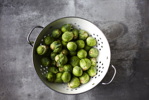 Colander of organic Brussels Sprouts - KSWF02019