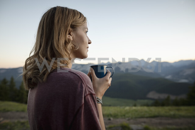 Thoughtful, serene woman drinking coffee and looking at mountain view, Alberta, Canada - HEROF09336 - Hero Images/Westend61