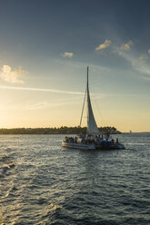 USA, Florida, Key West, Sailing boat with tourists at sunset - RUN01005