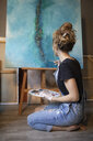 Young woman painting in her atelier - GRSF00066