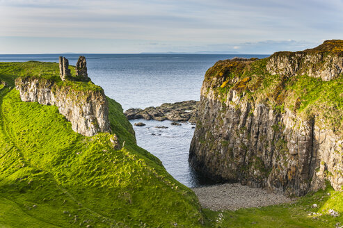 UK, Northern Ireland, Dunseverick Castle near the Giant's Causeway - RUNF01034