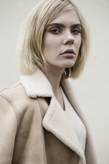 Portrait of blond young woman wearing coat - JESF00215