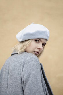Portrait of blond young woman wearing coat and beret - JESF00224