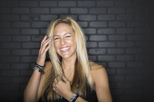 Portrait of laughing blonde woman - HEROF10099