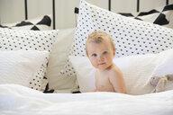 Portrait cute baby girl on bed - HEROF10162