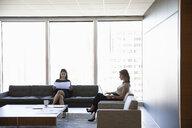 Businesswomen working in urban office lounge - HEROF10213