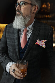 Fashionable hipster businessman with beard drinking cocktail - HEROF10893
