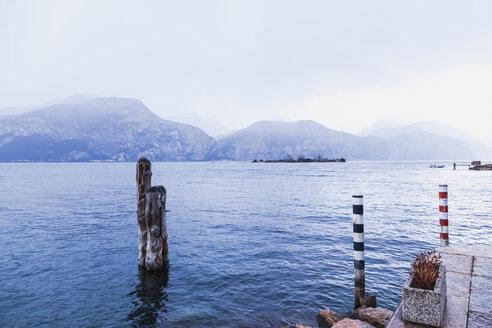 Italy, Veneto, Brenzone, Garda Lake on a cold winter day - FLMF00117