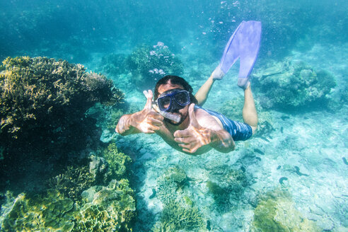 Australia, Queensland, Lady Elliot island, Man with glasses and snorkel tube on the Great Barrier Reef. - KIJF02254