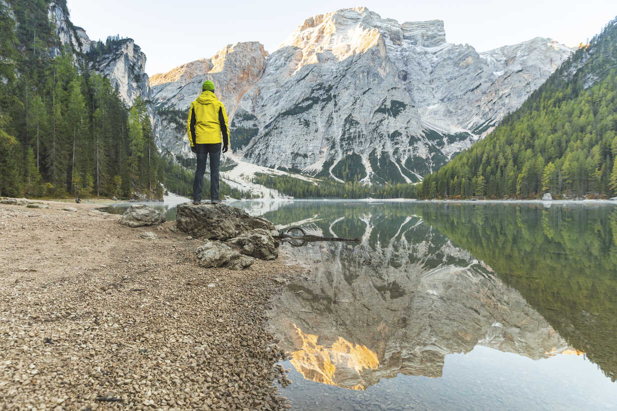 Italy, Braies Lake, man at the lakeside with mountains and forest in background - WPEF01341 - William Perugini/Westend61