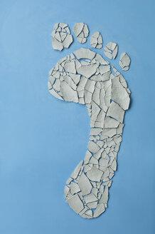 Symbolbild, Oekologischer Fussabdruck, Trockenheit, Klima, Duerre, rissige Fusssohle aus Tonscherben geformt, Studio - ASF06284