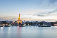 Thailand, Bangkok, Wat Arun temple at dusk with Chao Phraya river on foreground - WPEF01359