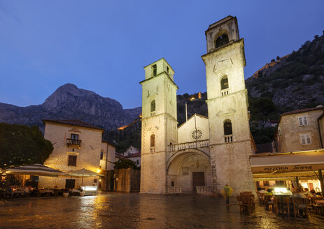 Montenegro, Kotor, old town, Cathedral of Saint Tryphon at dusk - SIEF08409