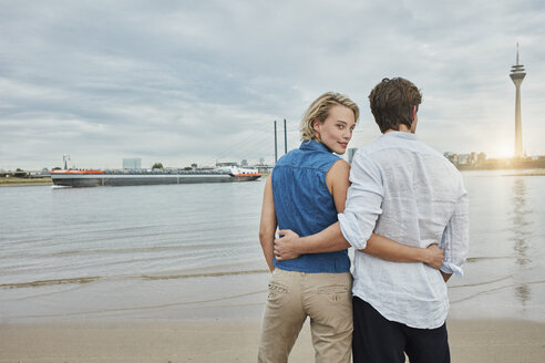 Germany, Duesseldorf, affectionate young couple at Rhine riverbank - RORF01666