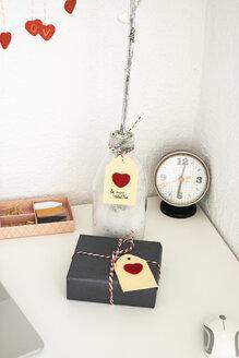 Valentine gift on office desk - MOMF00609
