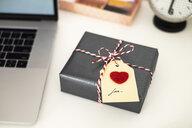 Valentine gift on office desk - MOMF00612