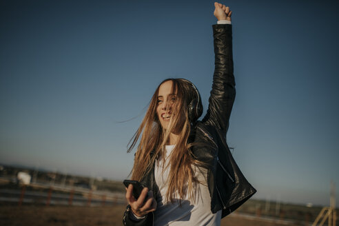 Pozoblanco, Cordoba, Spain, Urban girl listening music with headphones, youth culture - DMGF00015
