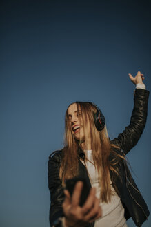 Pozoblanco, Cordoba, Spain, Urban girl dancing and listening music with headphones, youth culture - DMGF00018